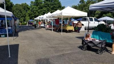 The Beechmont Open Air Farmers Market in Louisville, KY.