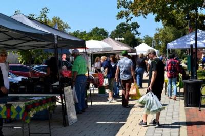 The La Grange Farmers Market & Artisans in Louisville, KY.